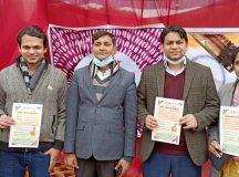 कोविड टीका लगवाने पहुँची डॉ. रूही ने जनता से कहा- कोविड का टीका पूरी तरह सुरक्षित है